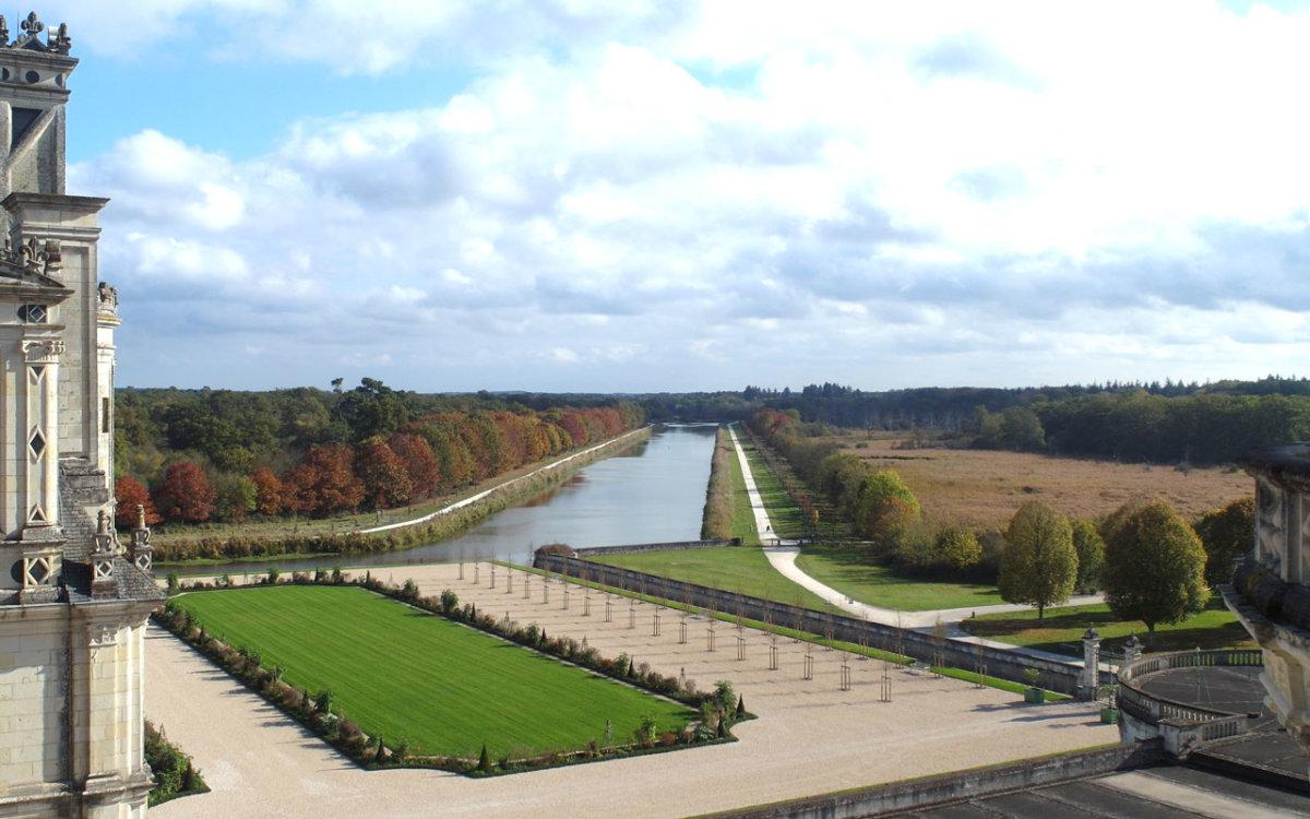 Perspective canal jardin à la française